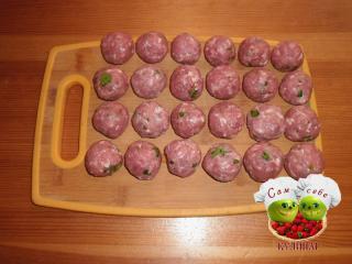 фрикадельки  мясные на доске