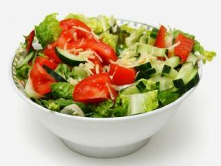 простой салат из свежих огурцов и помидоров