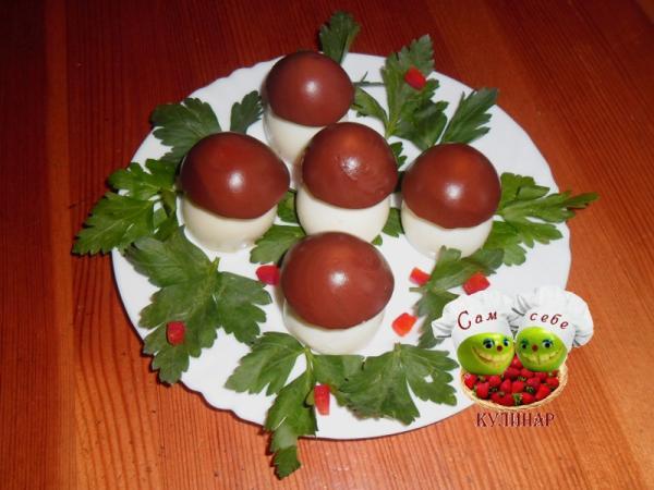 фаршированные яйца с печенью трески  грибочки боровички