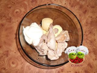 печень трески желтки майонез в пиалке