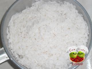 рис в дуршлаге