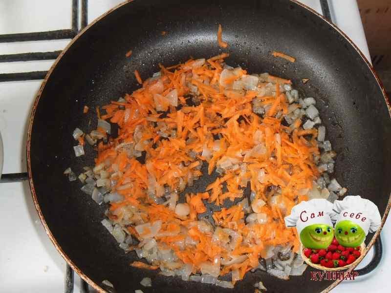 лук и морковь обжаренные на сковороде