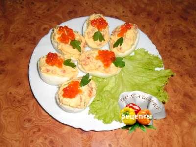 Фаршированные яйца с семгой и икрой рецепт с фото
