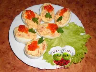 Фаршированные яйца с семгой и икрой праздничная закуска