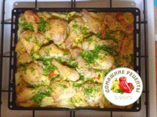 Курица с картошкой и зеленью в духовке